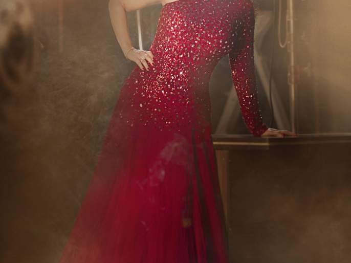 What is the secret of Ashwini Bhave's glamorous photomag?   अश्विनी भावे यांच्या ग्लॅमरस फोटोमागचं गुपित काय?