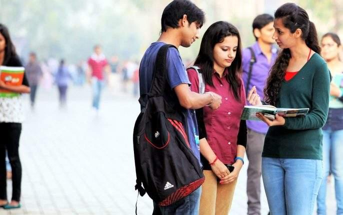 Release the tension of the eleventh admission, college admission by sending documents on WhatsApp | अकरावी प्रवेशाचं टेन्शन सोडा, व्हॉट्सअपवर कागदपत्रं पाठवून कॉलेज अॅडमिशन
