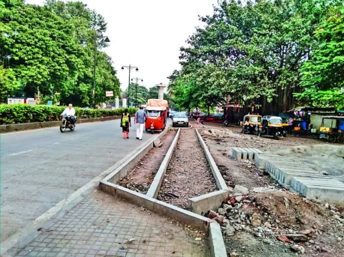Only fifteen kilometers of roads are decoration In just three years,   तीन वर्षांत फक्त पंधरा किलोमीटरचे रस्ते सुशोभित