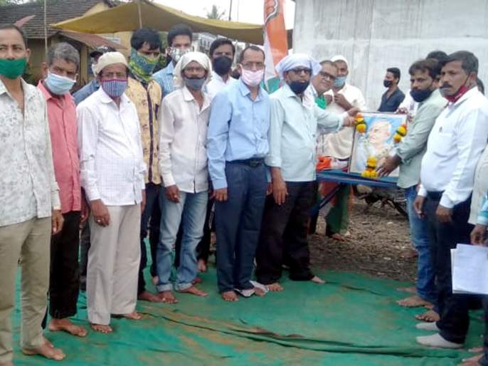 Sit-in agitation on behalf of Congress in Kankavali; BJP govt protests! | कणकवलीत काँग्रेसच्यावतीने ठिय्या आंदोलन ; भाजपा सरकारचा निषेध !