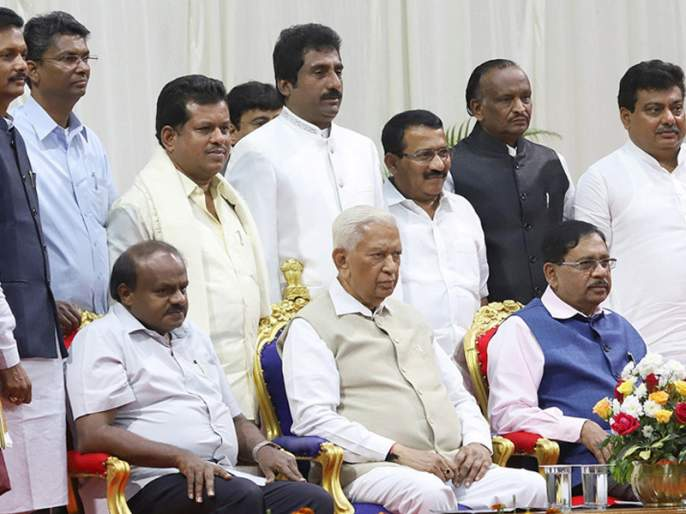 Karnataka Political Crisis: All the Congress ministers resign, struggle to save the government | Karnataka Political Crisis: काँग्रेसच्या सर्व मंत्र्यांचा राजीनामा, सरकार वाचवण्यासाठी धडपड