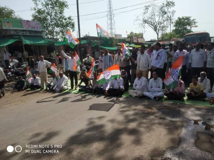 Congress aggressive; Stop the road at Sangrampur | काँग्रेस आक्रमक;संग्रामपूर येथेरास्ता रोको