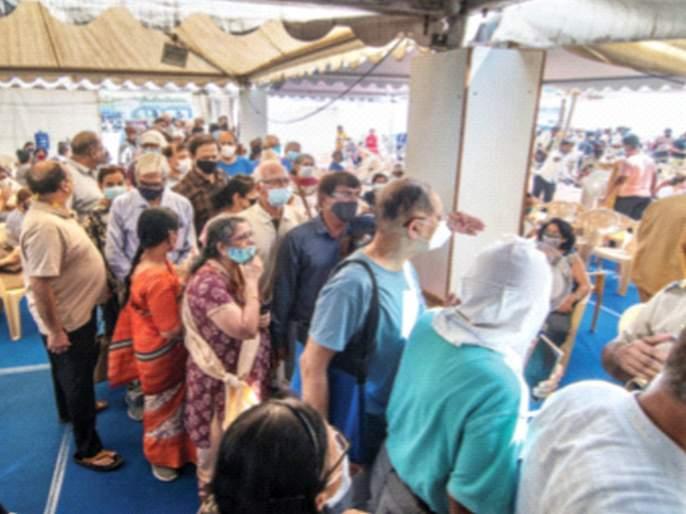For the second day in a row, crowds, chaos and delays in corona Vaccination   Corona Vaccination: सलग दुसऱ्या दिवशीही गर्दी, गोंधळ अन् विलंब 'जैसे थे'