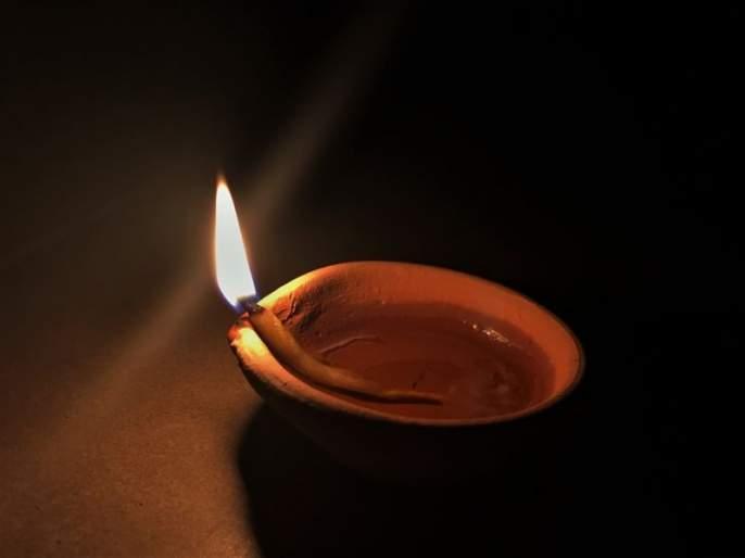 Do not light lamps with hand sanitizer: can be a risk   हॅन्ड सॅनिटायझर लावून दिवे पेटवू नका: होऊ शकतो धोका