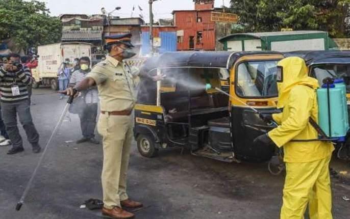 Watch 36 police squads at the polling station | मतदान केंद्रावर पोलिसांच्या ३६ भरारी पथकांचा वॉच