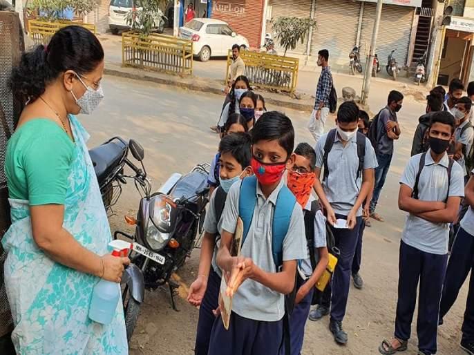 Schools from 5th to 9th in Aurangabad district closed till March 20 due to corona virus   औरंगाबाद जिल्ह्यातील पाचवी ते नववीपर्यंतच्या शाळा २० मार्चपर्यंत बंद