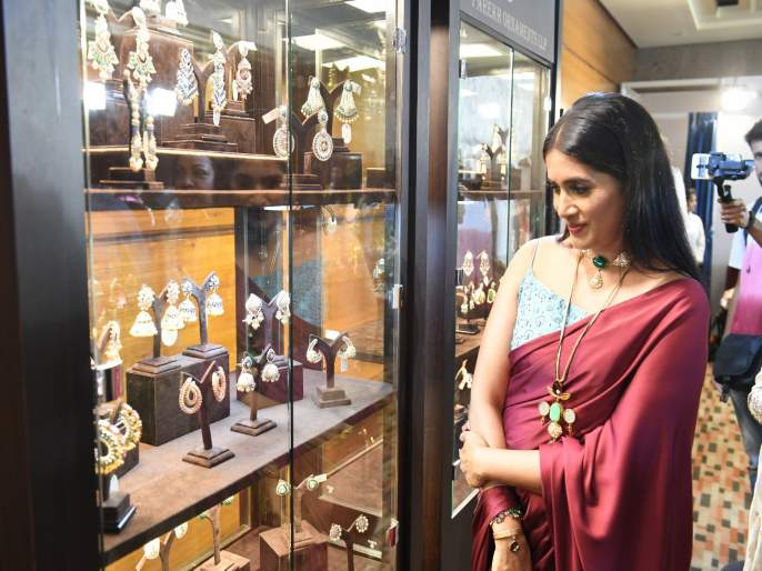Is it my Pune ? says Sonali Kulkarni   साेनाली कुलकर्णी म्हणतेय हेच ते माझं पुणे आहे का ?