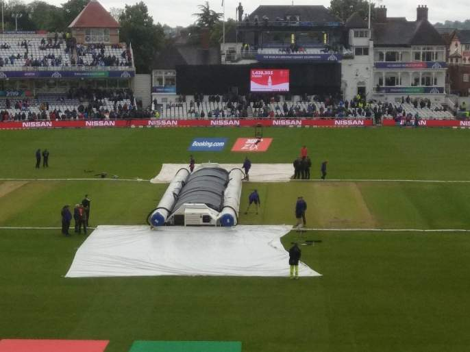 ICC World Cup 2019, IND vs NZ : Covers are coming off for the umpteenth time in India vs New Zealand match | ICC World Cup 2019, IND vs NZ : Good News;  मैदानावरील कव्हर हटवले, पंचांकडून खेळपट्टीची पाहणी