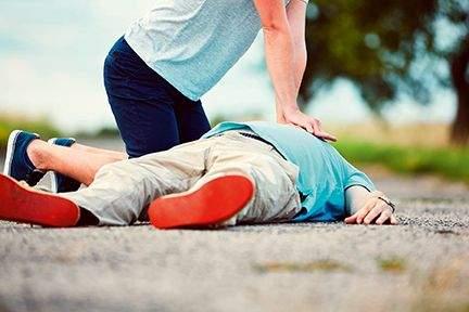 What is CPR? | 'कार्डिअॅक अरेस्ट'वेळी जिवात जीव आणणारा CPR; घडवू शकतो चमत्कार!
