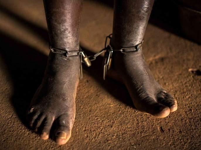 Annoying! Persecution of deaf and dumb workers by chains on dhaba; Charges filed against three   संतापजनक ! ढाब्यावर साखळदंडाने बांधून मूकबधिर कामगाराचा छळ; तिघांवर गुन्हा दाखल