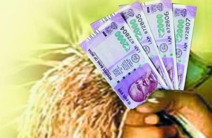 Farmers are outraged as drought subsidy deducted by Bank in Nanded | दुष्काळी अनुदानातून हजार रुपयांची कपात झाल्याने शेतकरी संतप्त