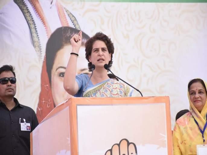 lok sabha election 2019 priyanka gandhi chants controversial slogan against pm narendra modi   प्रियंका गांधींनी मोकाट जनावरांचा उल्लेख करताच; गर्दीतून योगी-मोदींचा घोष