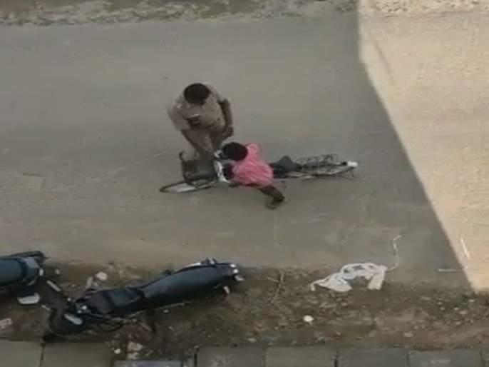 Video: The Traffic Police Stopped The Cycle And Then | Video: आता हद्दच झाली; ट्राफिक पोलिसांनी चक्क सायकलच अडवली अन् मग...