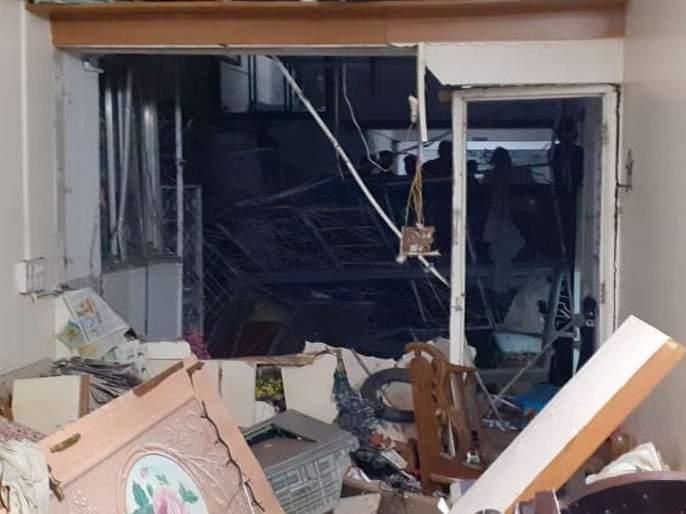 A cylinder explosion in a house in Pune, injuring three | पुण्यातील एका घरामध्ये सिलिंडरचा स्फोट, तीन जण जखमी