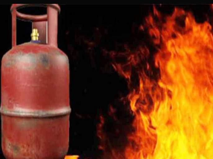 Explosion due to gas leak in the bhosari | भोसरीत गॅस गळतीमुळे स्फोट; एकाच कुटुंबातील तिघांसह चारजण जखमी