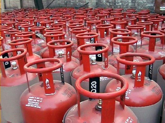 The ration card holders will get 100 rupees in connection with gas connection | कनेक्शन नसणाऱ्या शिधापत्रिकाधारकांना आता 100 रूपयांत मिळणार गॅस कनेक्शन
