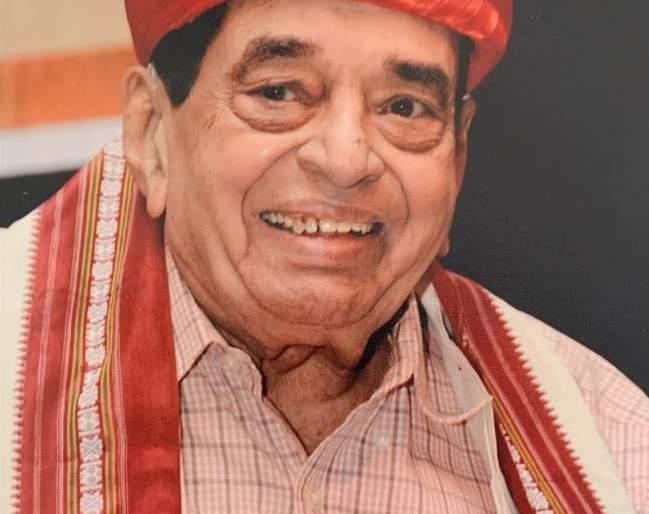 Wellknowm Marathi wirter and narrator D. M. Mirasdar..   जिंदादिल मिरासदारी!