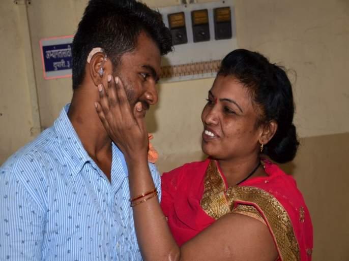 Medalist Gatimando Gellu finally got 'Mother Chhatra', both fell deep | मेडलिस्ट गतीमंद गोेलूला अखेर मिळाले 'मातृछत्र', दोघेही गहिवरले