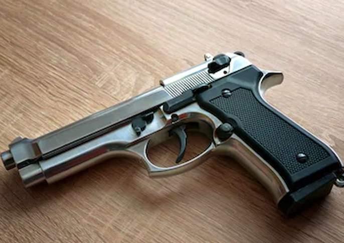 One was arrested by Shirpur police with a pistol   पिस्टलसह एकाला शिरपूर पोलिसांनी पकडले