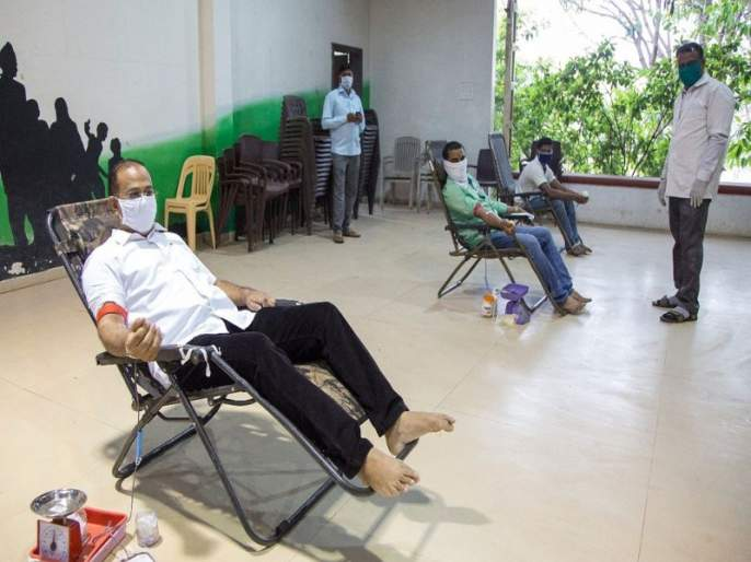 Blood Donation Camp in the mist for 'Corona' sufferers | 'कोरोना'ग्रस्तांसाठी धुळ्यात रक्तदान शिबिर