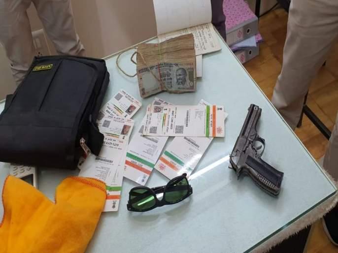 Anil Goten seized the money and pistol | अनिल गोटेंनी पकडून दिले पैसे अन् बनावट पिस्तुल