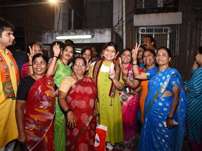 In 'North-Central' Poonam's mother involve in campaign | 'उत्तर-मध्य'मध्ये पूनम यांच्या प्रचारात 'आई', 'ताई' सक्रिय