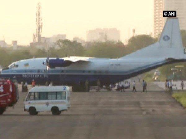 Air Force Jets Force cargo Plane From Karachi To Land In Jaipur | Video : पाकिस्तानच्या हवाई हद्दीतून कार्गो विमानाची घुसखोरी; सुखोई विमानांनी घेरले