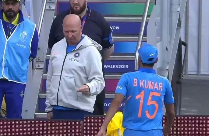 India vs Pakistan, Latest News: India's Bhuvneshwar Kumar injured | India Vs Pakistan, Latest News: भारताला मोठा धक्का; भुवनेश्वर कुमारला दुखापत
