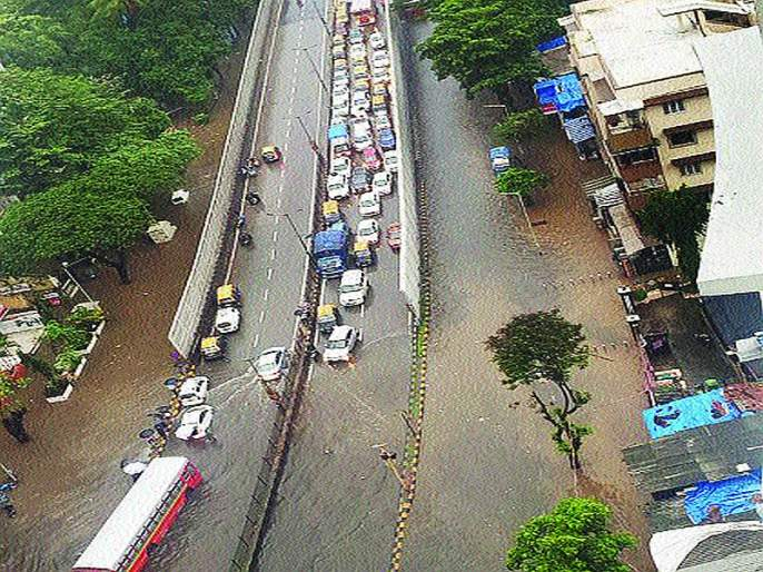 Only one bridge in the city of Mumbai in good condition | मुंबई शहरातील केवळ एकच पूल सुस्थितीत