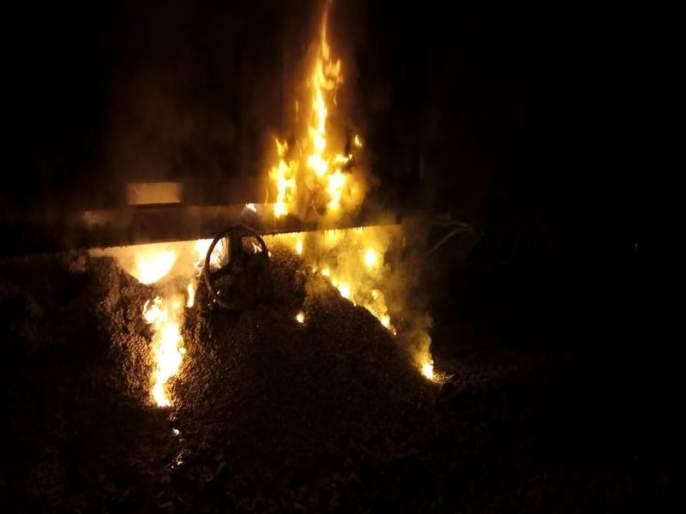 fire incidence in two bogies of container goods train near Dahanu Road of Mumbai Division | डहाणूजवळ मालगाडीच्या डब्यांना भीषण आग, पश्चिम रेल्वेची वाहतूक विस्कळीत