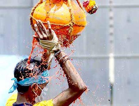 CoronaVirus News: Govinda's Dhakkumakum this year ... | CoronaVirus News: यंदा गोविंदांचा ढाक्कुमाकुम नाहीच...; कोरोनामुळे दहीहंडी उत्सव साधेपणाने साजरा