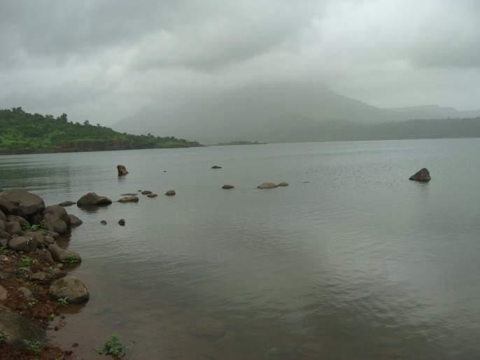 Umro Dam to remove JSW ?; Due to the 10 km radius of water the danger to the villages | उमटे धरणातील गाळ जेएसडब्ल्यू काढणार?; पाण्याचा १० कि.मी.च्या परिघातील गावांना धोका