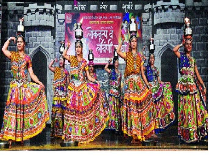 Winners of the folk dance competition won the Sangli title   लोकनृत्य स्पर्धेने सांगलीत जिंकली रसिकांची मने
