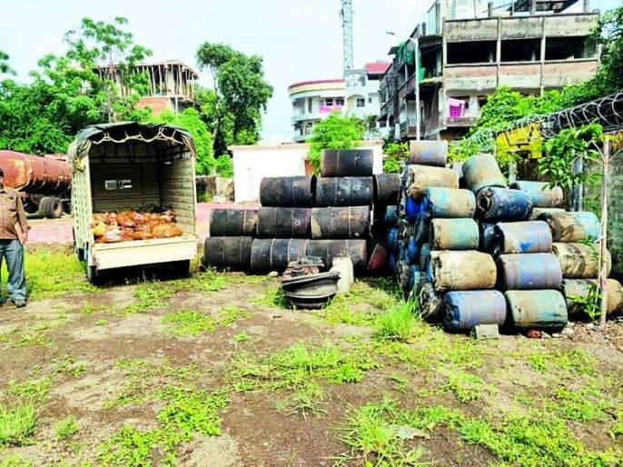 A raid on 17 places producing illegal alcohol in Nagpur | नागपुरातअवैध दारू निर्मिती करणाऱ्या १७ ठिकाणावर धाड