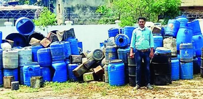 State excise raid on Bhiwasankhori hat bhatti in Nagpur   नागपूरच्या भिवसनखोरीत हातभट्टी केंद्रावर उत्पादन शुल्क विभागाची धाड
