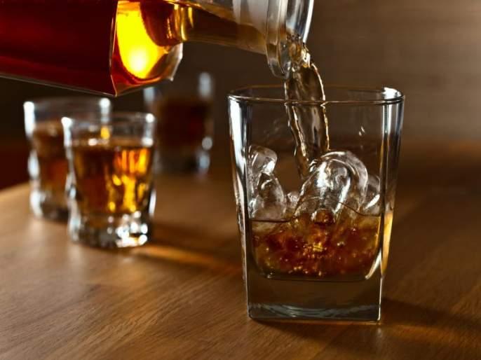 having liquor on dry day pays major amount to youth | 'ड्राय डे'च्या दिवशी दारू पिणं पडले महागात