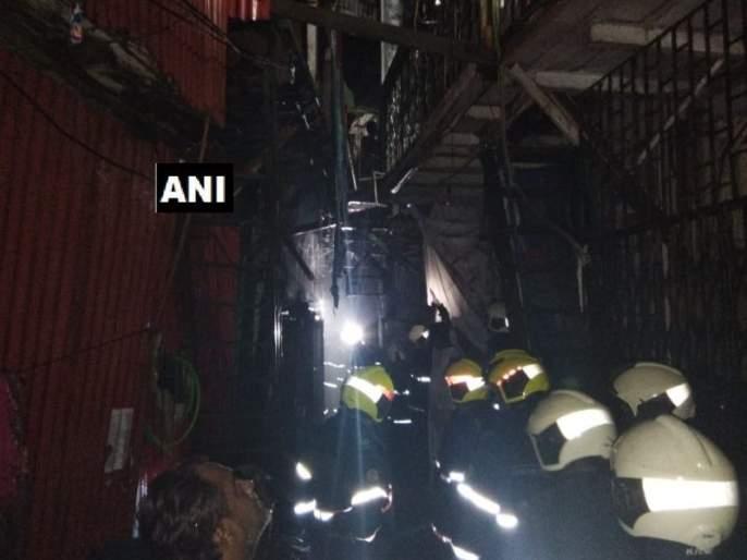 Fire in Shastri Nagar Slum area of Bandra | वांद्रे येथील शास्त्रीनगर परिसरात झोपडपट्टीला आग