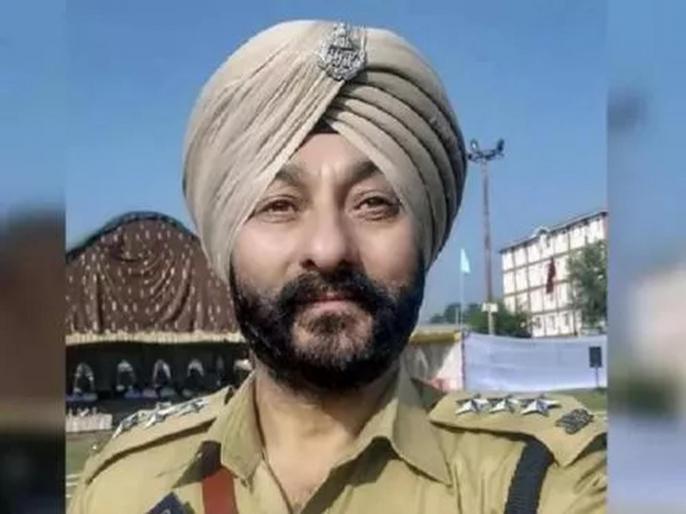 Jammu Kashmir Suspended Dsp Was Suspected To Be On Payroll Of Terrorist | दहशतवाद्यांना मदत करण्यासाठी 'त्या' अधिकाऱ्याला मिळत होता वर्षाकाठी 'फिक्स पगार'