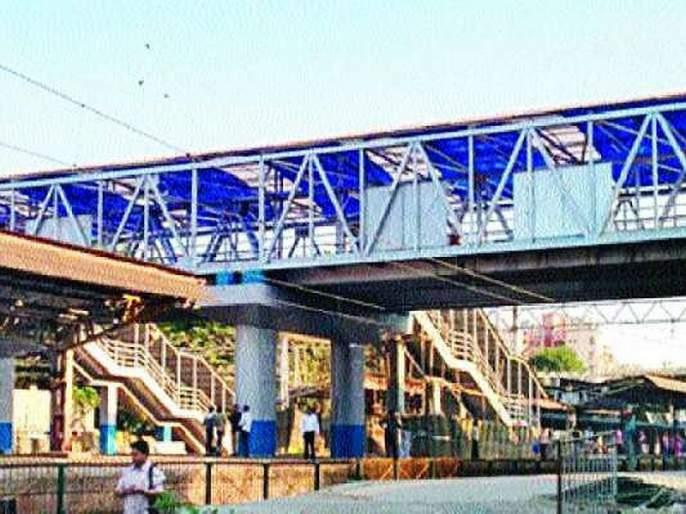 Cool response of the railway administration regarding the bridges around the corner | कोपर दिशेकडील पुलाबाबत रेल्वे प्रशासनाचा थंड प्रतिसाद