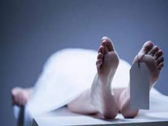 Shocking! Ants Crawl Over Dead Man's Eyes In Madhya Pradesh, 5 Doctors Suspended | धक्कादायक! हॉस्पिटलमध्ये उघड्यावर ठेवला मृतदेह;चेहऱ्यावर फिरत होत्या मुंग्या