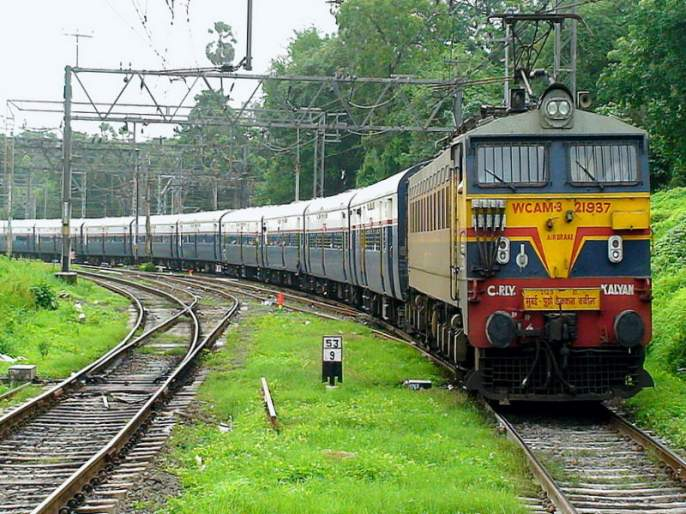 The loss revenue of railways due to trains closed | रेल्वेचा बुडतोय कोटींचा महसुल
