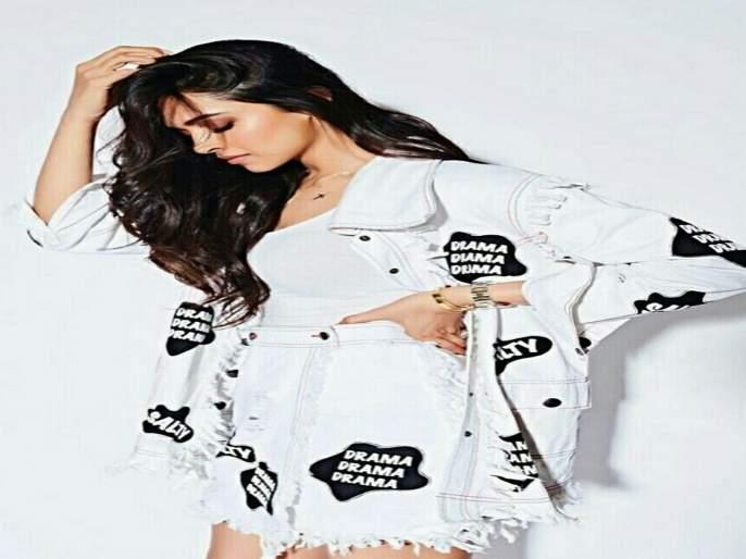 The Bollywood actress shared her childhood photo; Feedback from fans!   'या'बॉलिवूडच्या अभिनेत्रीने शेअर केला बालपणीचा फोटो; चाहत्यांनी दिल्या प्रतिक्रिया!
