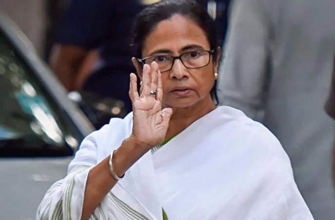 Following the Modi-Shah tour, election dates, Mamata bannerji's attack on the commission | मोदी-शहांच्या दौऱ्यांना अनुसरुन निवडणुकांच्या तारखा, ममतांचा आयोगावर प्रहार