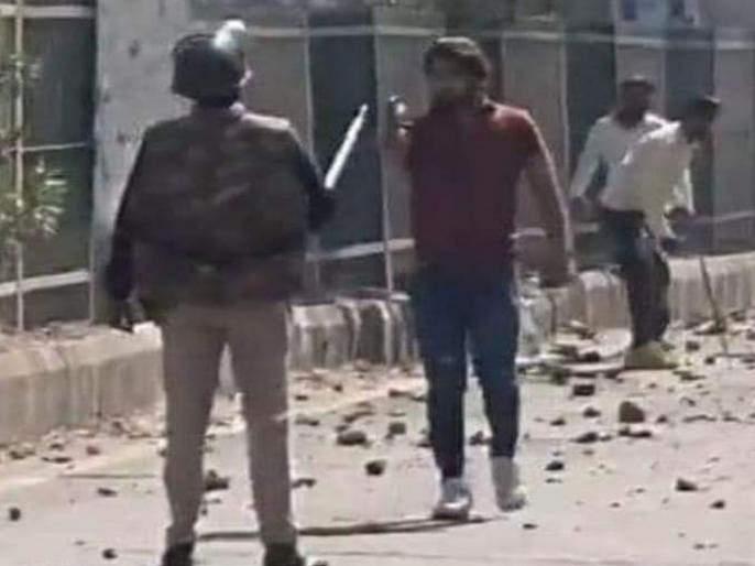 Delhi Violence: Police Head Constable Deepak Dahia says, So I confronted the rioters BJP | Delhi Violence:...म्हणून मी त्या दंगलखोराला समोरा गेलो, पोलिसाने सांगितले कारण