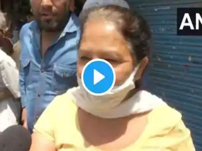 Hundreds Queue up Outside Liquor Shops in Delhi video of women goes viral   मी रोज एक पेग घेते, तोच आमचा डोस; दारूचं महत्त्व सांगणाऱ्या महिलेचा व्हिडीओ तुफ्फान व्हायरल