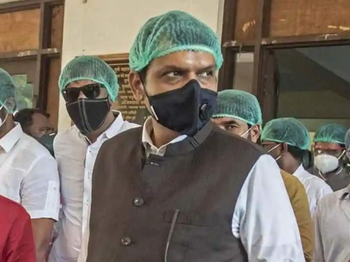 CoronaVirus admit me in government hospital if infected with corona devendra fadnavis to girish mahajan | CoronaVirus News: मला कोरोना झाल्यास सरकारी रुग्णालयातच दाखल करा; फडणवीसांचा 'या' नेत्याला फोन