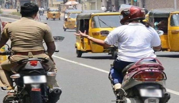 ... where's your helmet? Now the police also fined by his department | ...तुमचे हेल्मेट कुठे आहे? आता पोलिसांचीच पावती फाडली जातेय