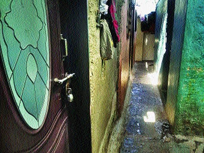 Residents locked the house before the quarantine | क्वॉरंटाइन होण्याआधीच रहिवासी घराला टाळे लावून झाले पसार