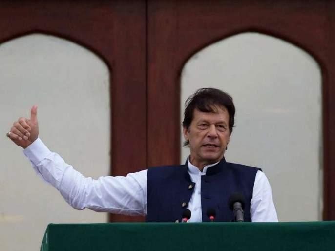 Pakistan will not use nuclear weapons first against India: Imran Khan   अण्वस्त्र वापरावरून इम्रान खानची दोन दिवसांत कोलांटउडी