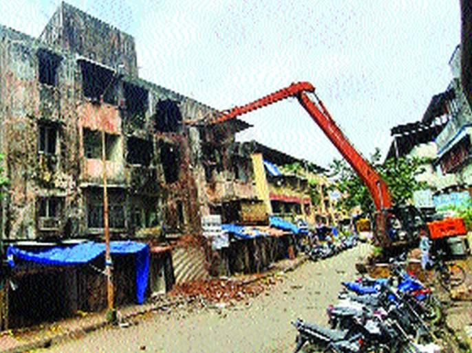 Corporation's action on high-risk buildings in Ulhasnagar   उल्हासनगरात अतिधोकादायक इमारतींवर महानगरपालिकेची कारवाई